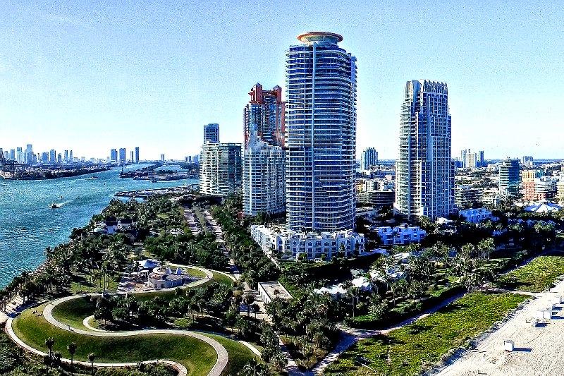 Miami Yacht Charter - Urban Beach Escape