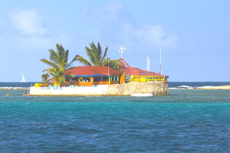 Grenadines yacht charter guide - Happy Island