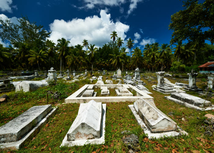La Digue yacht charter - cemetery