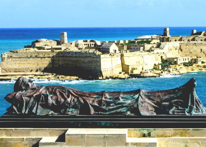 malta yacht charter - fort rinella