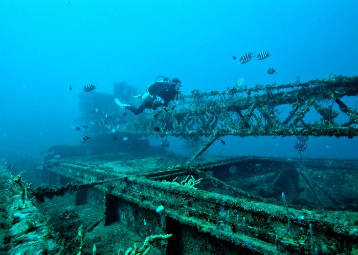 yacht charter wreck dive Grenada