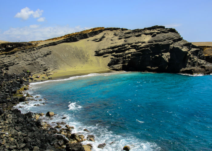 Hawaii yacht charter -colored beaches green